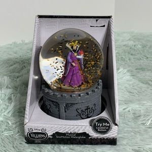 Evil queen musical snomotion waterglobe